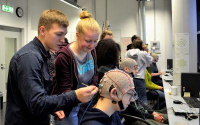 Oberstufenschüler*innen besuchten das BCI-Labor an der Hochschule Rhein-Waal